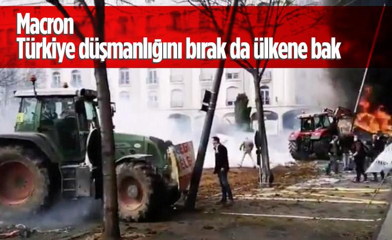 Fransa'da çiftçiler traktörlerini polisin üzerine sürdü