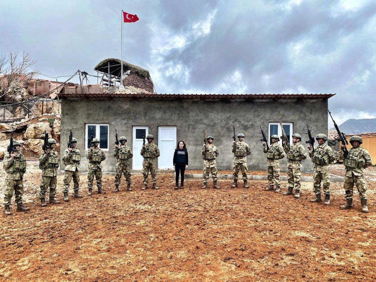 Nazlı Çelik, Irak taki Mehmetçik in üs bölgesini ziyaret etti #1
