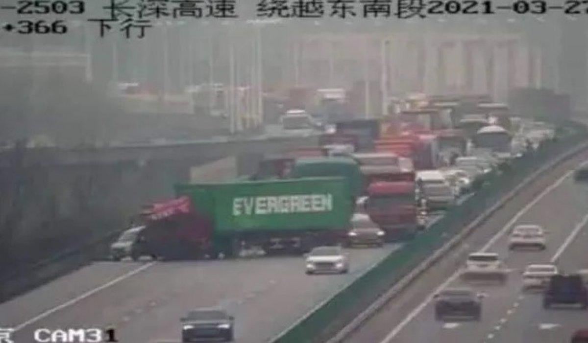 Evergreen in tırı, Çin de otoyolu tıkadı #2