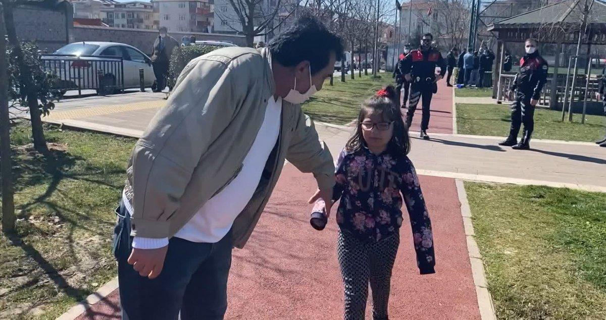 Ataşehir de parkta polisten kaçan anne çocuğunu kaybetti #4