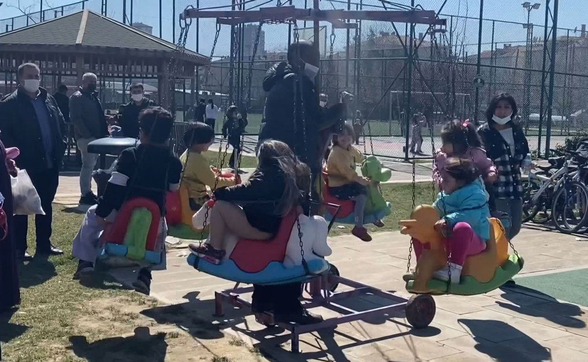 Ataşehir de parkta polisten kaçan anne çocuğunu kaybetti #1