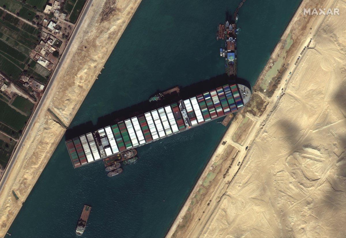 Süveyş Kanalı ndaki kriz büyüyor #1