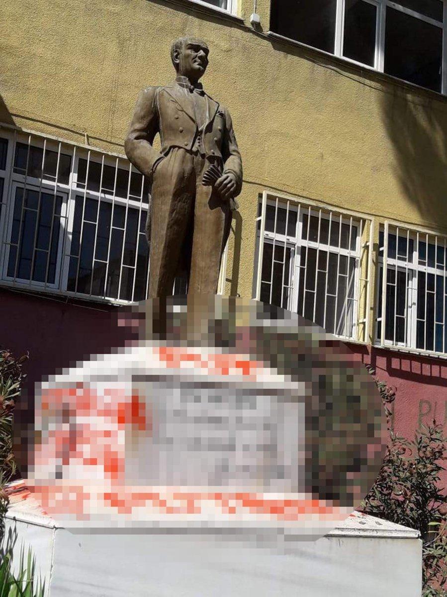 Tekirdağ da Atatürk heykeline çirkin saldırı #1