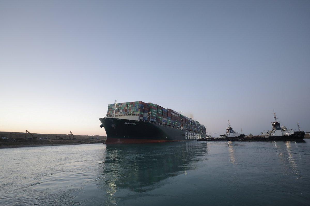Süveyş Kanalı, 7 günün ardından trafiğe açıldı #2