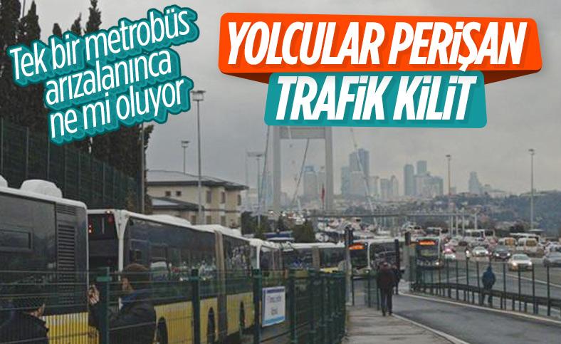 15 Temmuz Şehitler Köprüsü'nde metrobüs  arıza yaptı