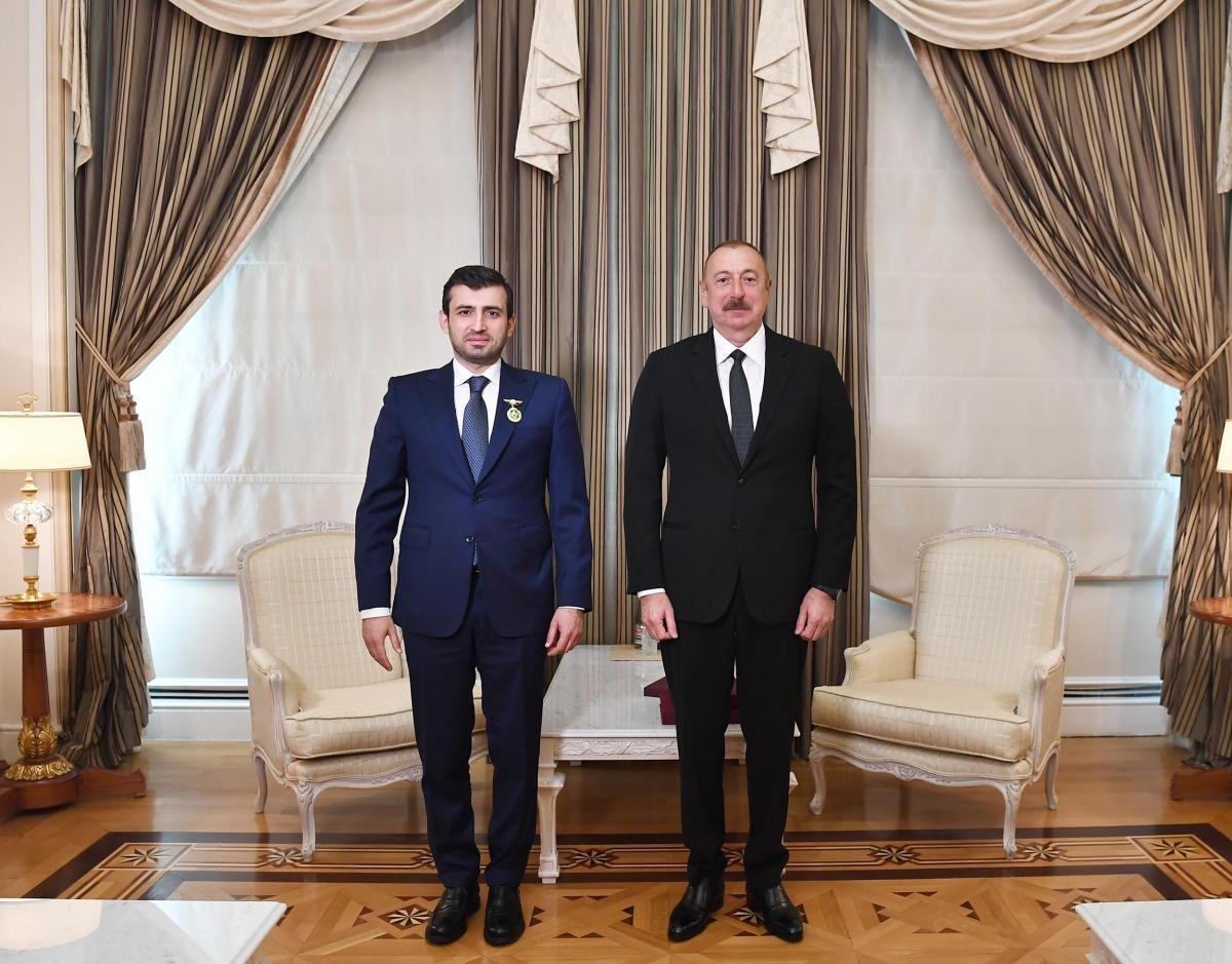 İlham Aliyev, Selçuk Bayraktar a madalya taktı #3
