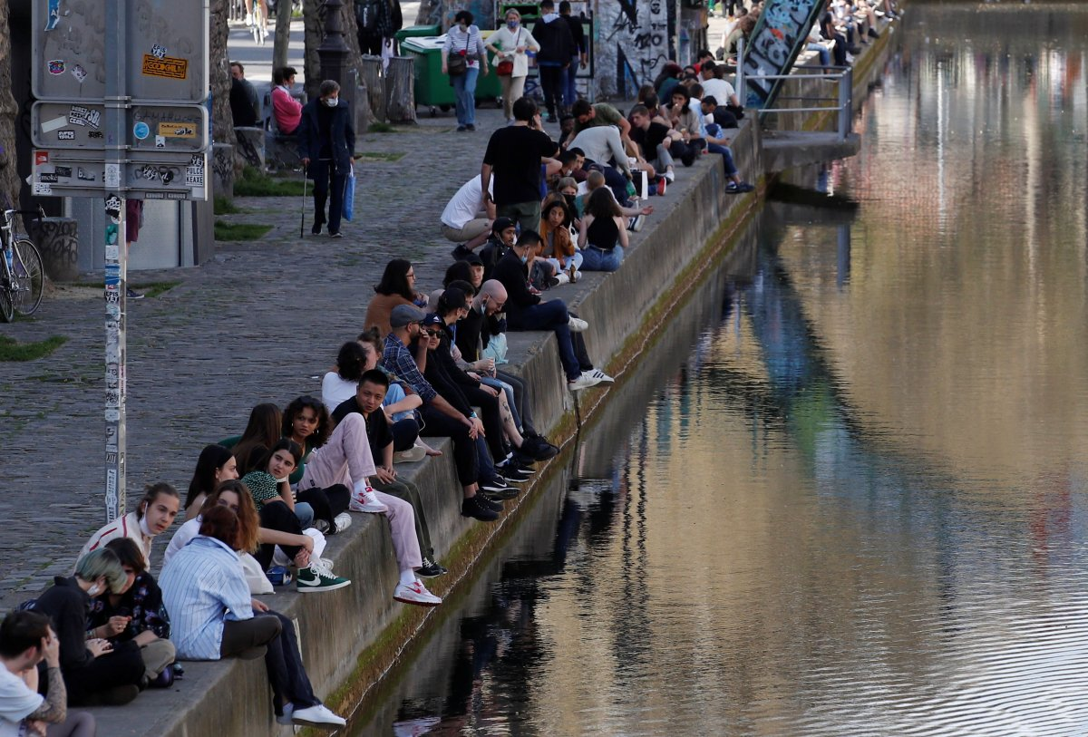 Fransa, koronavirüse karşı açık havada alkolü yasakladı #5