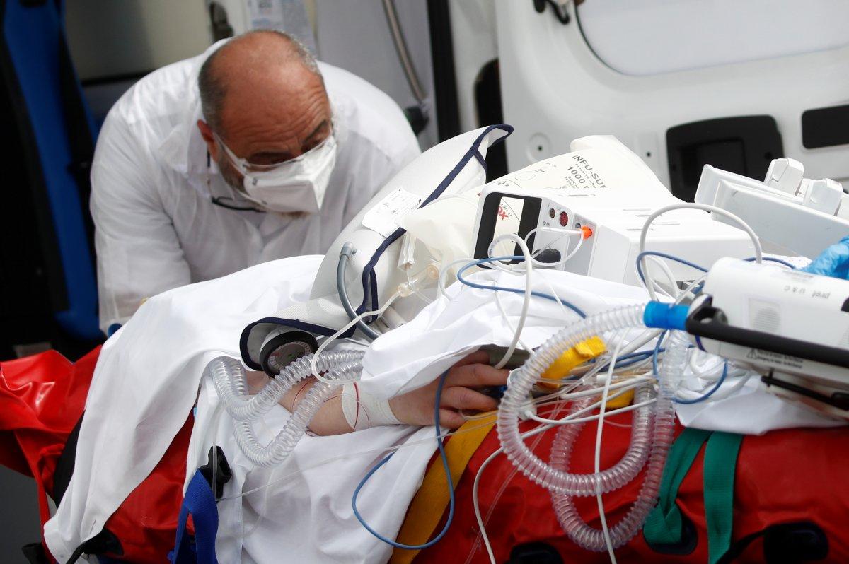Fransa, koronavirüse karşı açık havada alkolü yasakladı #6