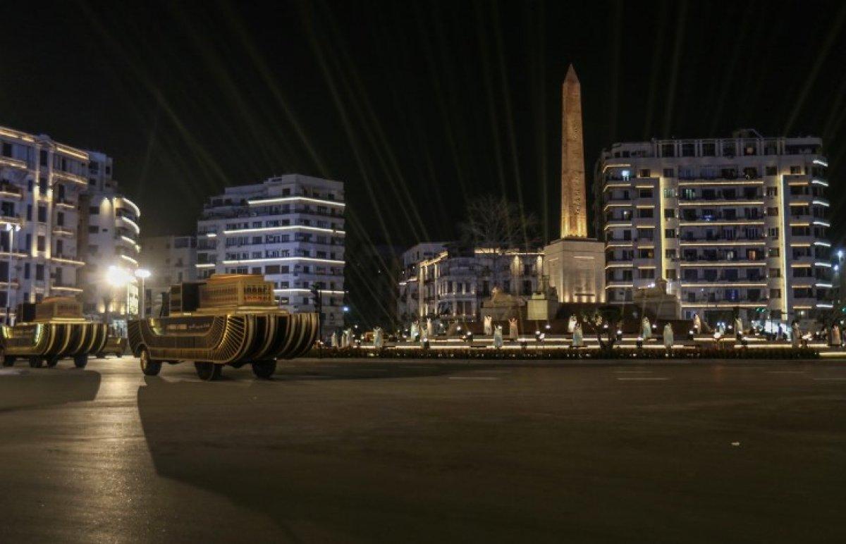 Mısır'da 18 kral ve 4 kraliçenin mumyası kortej eşliğinde müzeye taşındı #2