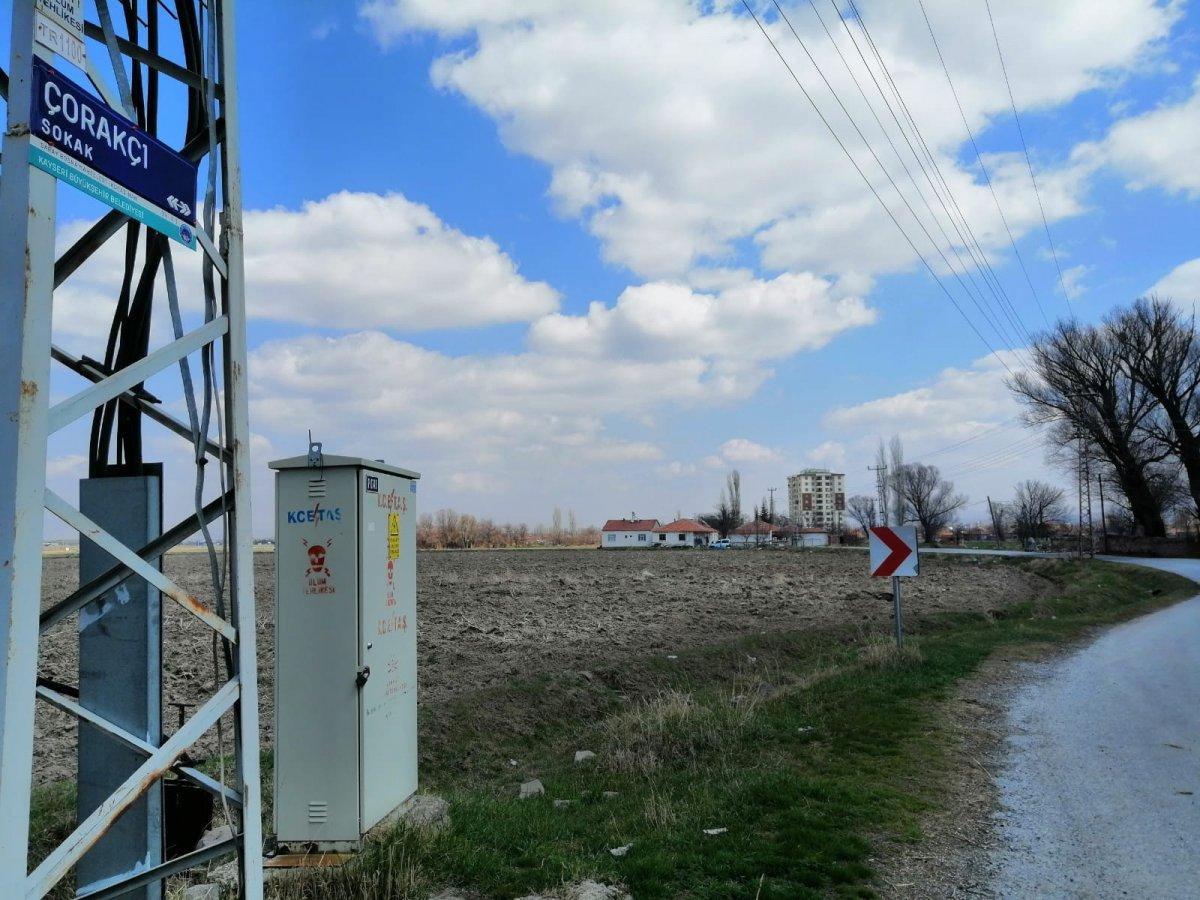 Kayseri de genç kadını 15 yerinden bıçaklayıp yol kenarına attılar #1