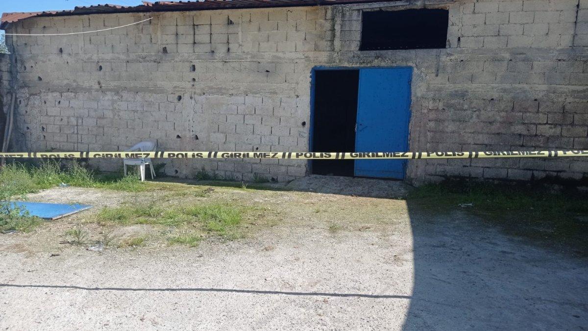 Adana'da demir kapının altında kalan 4 yaşındaki çocuk öldü
