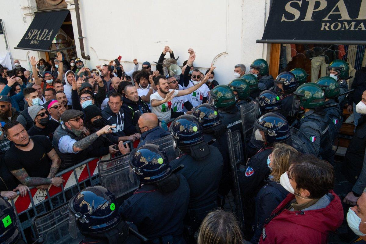 Roma da koronavirüs kısıtlamaları protesto edildi #1