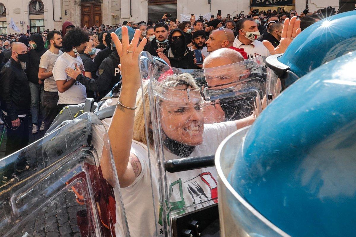 Roma da koronavirüs kısıtlamaları protesto edildi #4