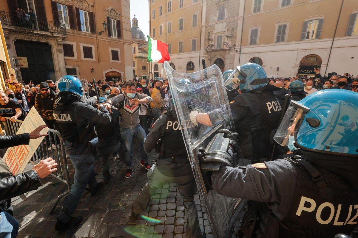 Roma da koronavirüs kısıtlamaları protesto edildi #3
