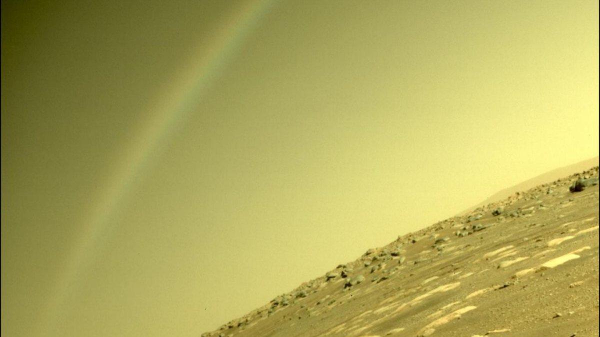 Marstaki gökkuşağı şekli, sosyal medyayı karıştırdı