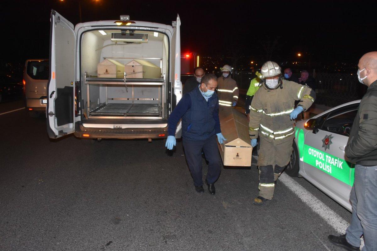 İzmir de otomobil tıra arkadan çarptı: 1 ölü, 1 yaralı #3