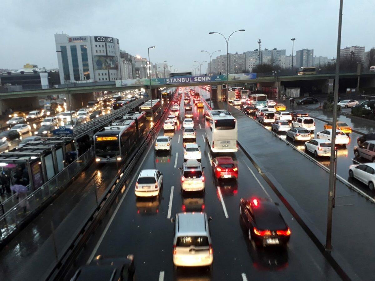 İstanbul da trafik yoğunluğu yüzde 72 ye ulaştı #1