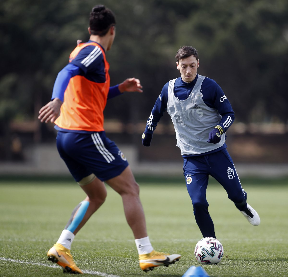 Mesut Özil, takımla çalışmalara başladı #1