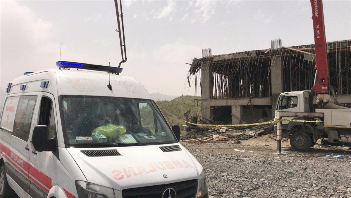Şırnak ta yaralanan işçinin kıyafetleri, ambulansa bindirilmeden çıkarıldı #5