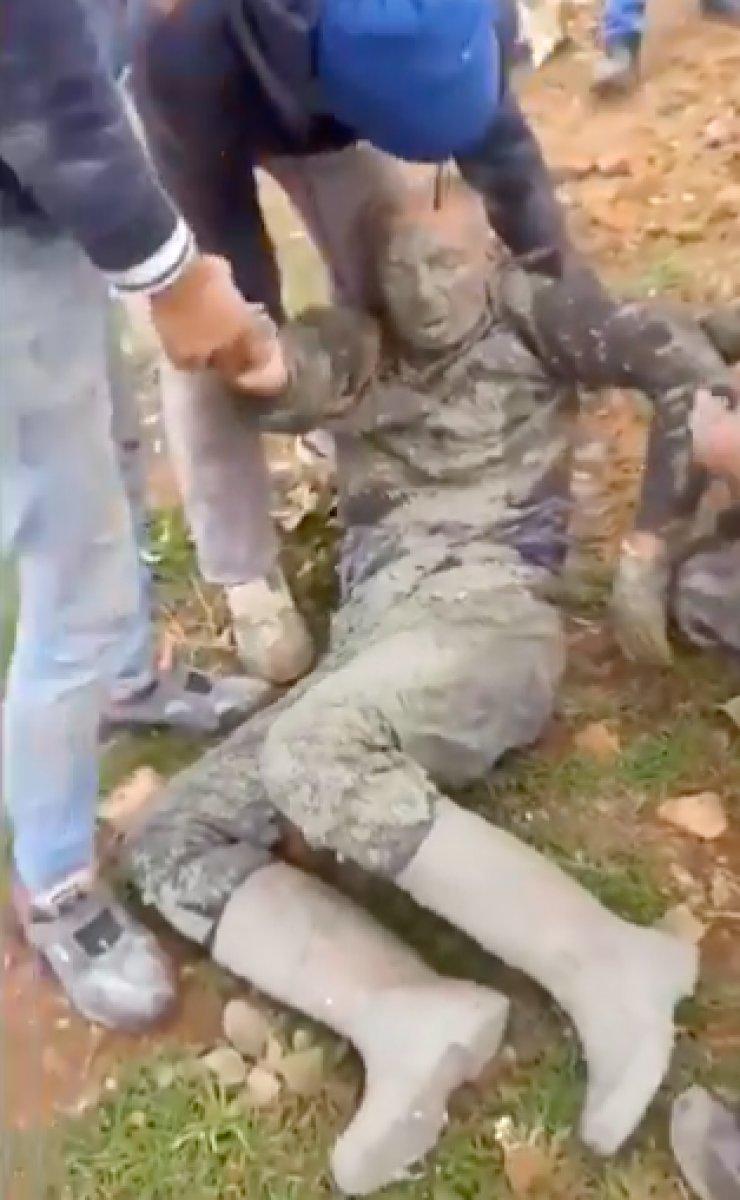 Şırnak ta yaralanan işçinin kıyafetleri, ambulansa bindirilmeden çıkarıldı #2