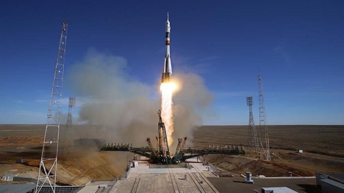 Astronotları taşıyan Soyuz MS-18 aracı fırlatıldı