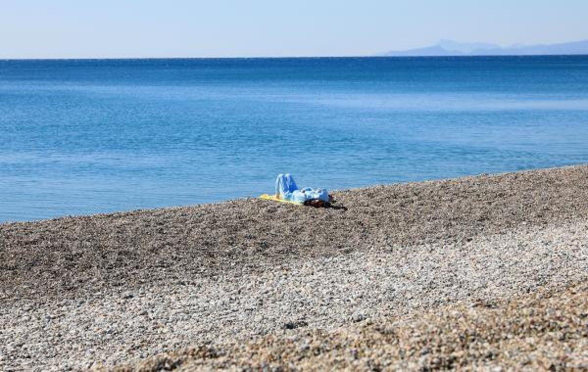 Konyaaltı'nın 11 kilometrelik sahilinde tek başına kaldı #2