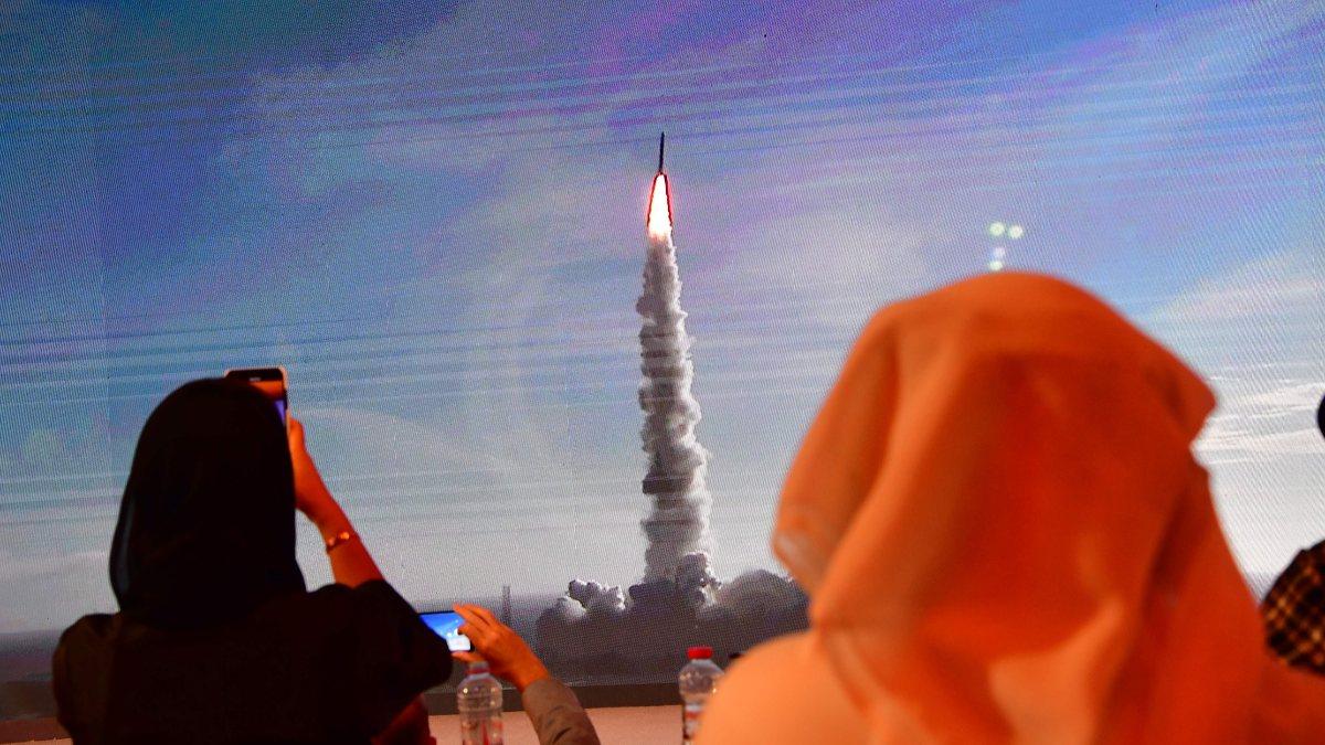 BAE, ilk kadın Arap astronotu seçti