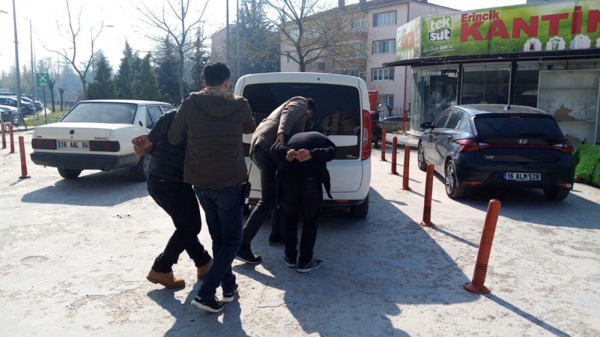 Bursa da oto hırsızları, polis kovalamacasında yakalandı #5