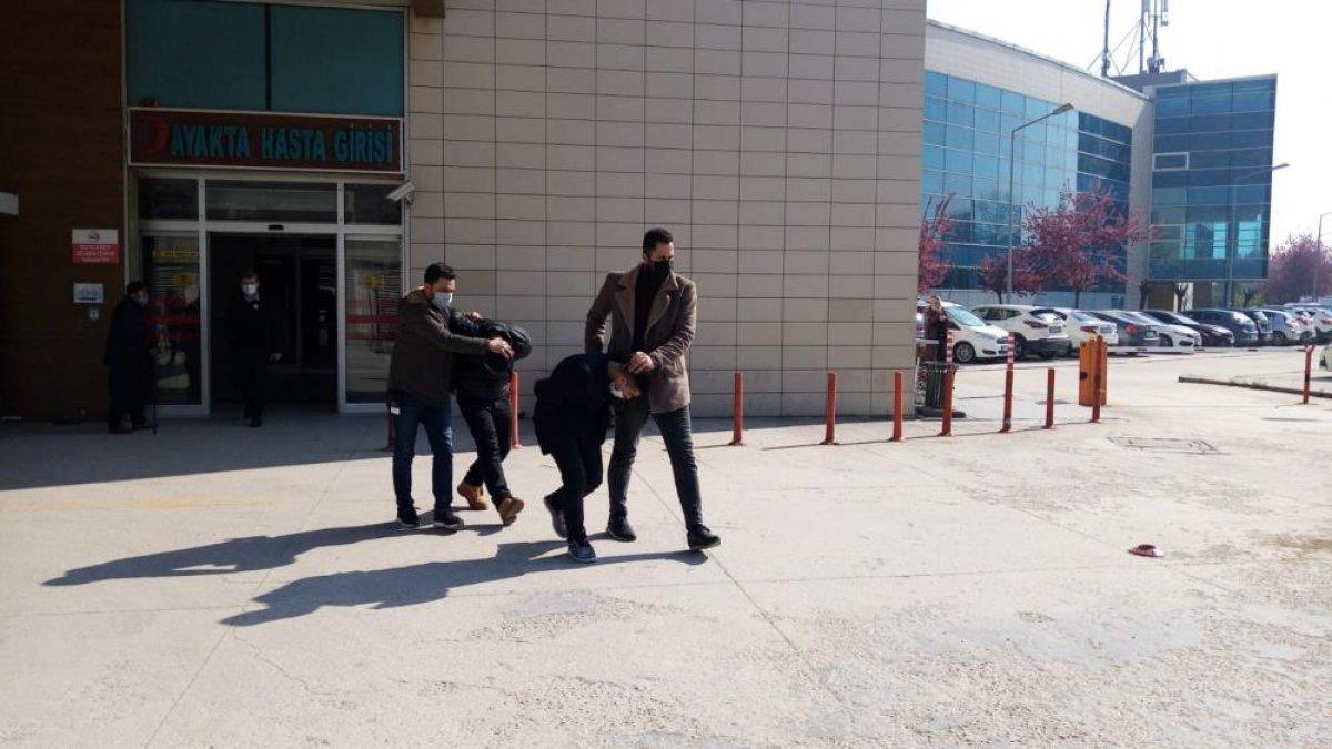 Bursa da oto hırsızları, polis kovalamacasında yakalandı #4