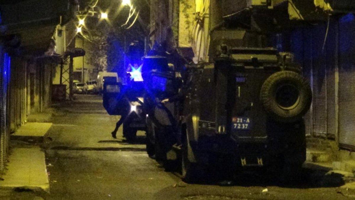 Diyarbakır'da uyuşturucu satıcıları arasında silahlı çatışma #1