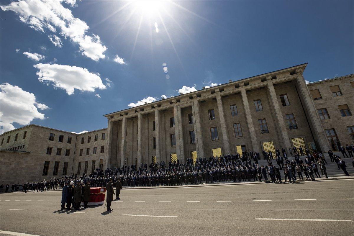 Cumhurbaşkanı Erdoğan, Yıldırım Akbulut un cenaze törenine katıldı #12