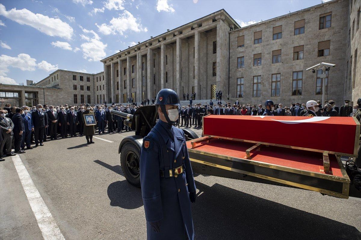 Cumhurbaşkanı Erdoğan, Yıldırım Akbulut un cenaze törenine katıldı #10