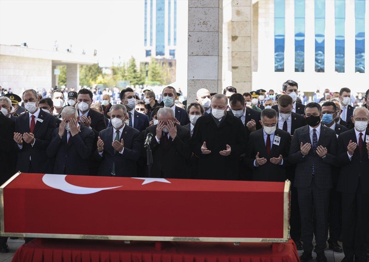 Cumhurbaşkanı Erdoğan, Yıldırım Akbulut un cenaze törenine katıldı #8