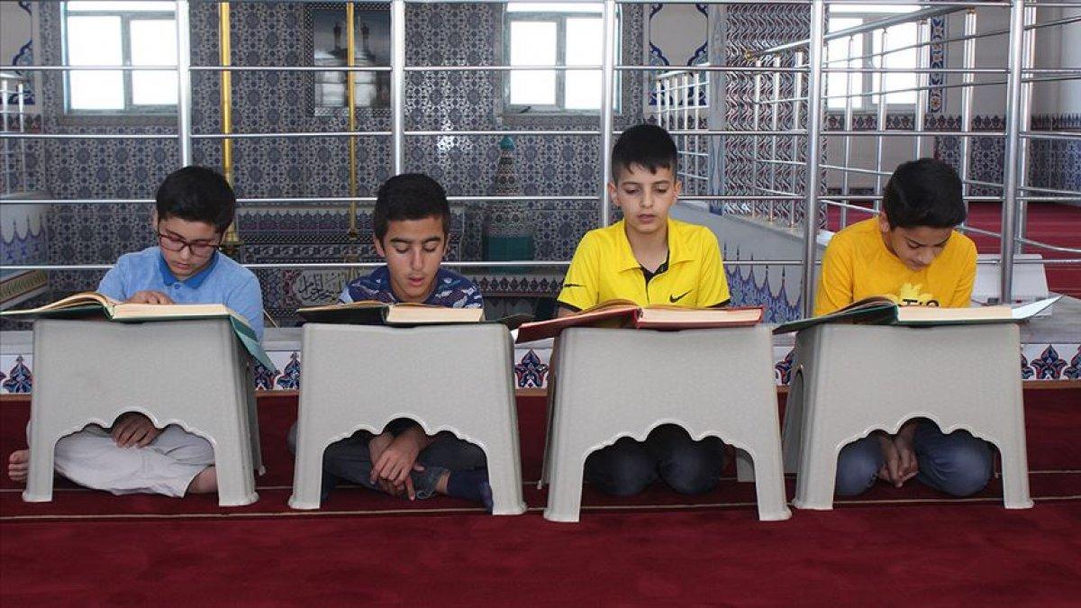 KKTC de Kur an kursları, laiklik ilkesi gereğince kapatıldı #1