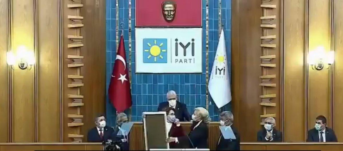 Meral Akşener in emekli polis tiyatrosunda zor anları  #1
