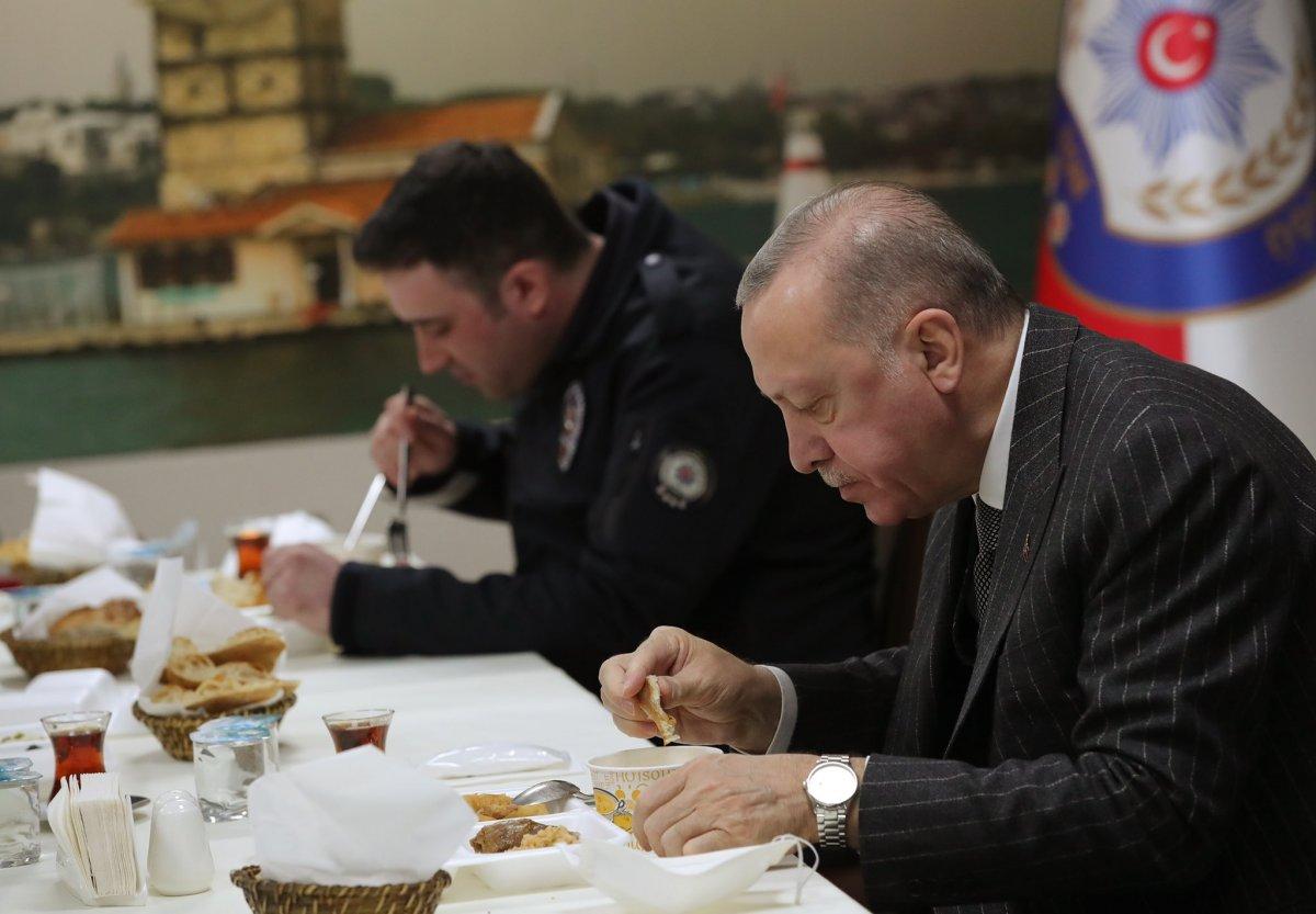 Cumhurbaşkanı Erdoğan ve Süleyman Soylu, Çengelköy Polis Merkezi nde iftar yaptı #2
