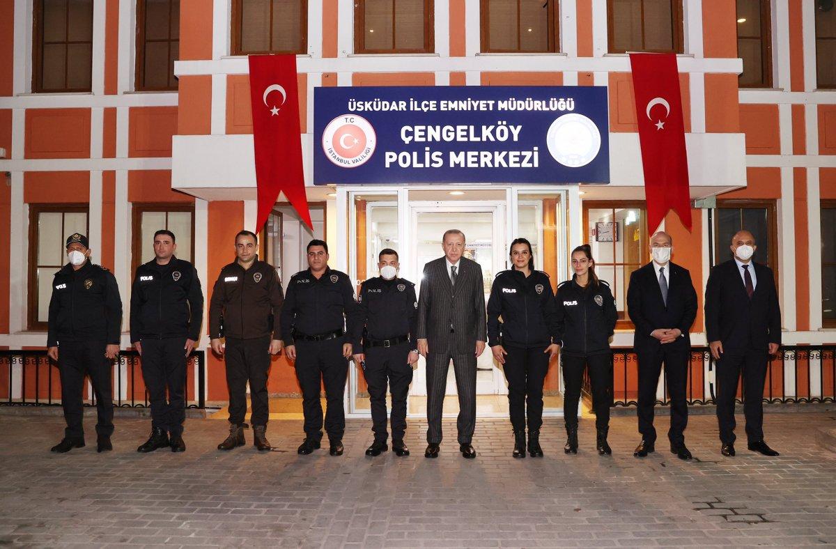 Cumhurbaşkanı Erdoğan ve Süleyman Soylu, Çengelköy Polis Merkezi nde iftar yaptı #3