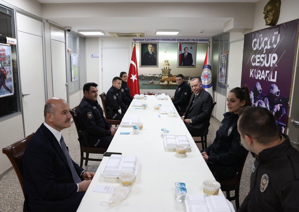 Cumhurbaşkanı Erdoğan ve Süleyman Soylu, Çengelköy Polis Merkezi nde iftar yaptı #1