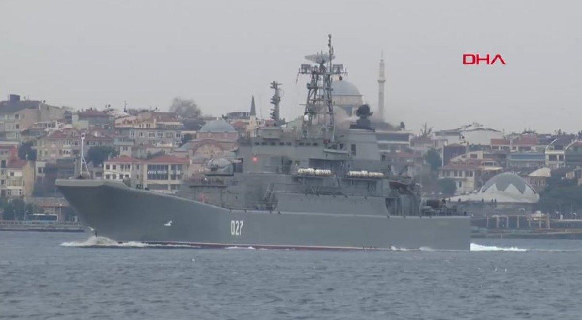 Rus savaş gemileri İstanbul Boğazı ndan geçti #1