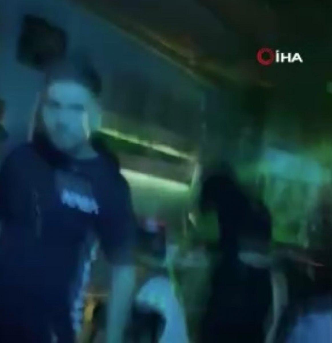 Beyoğlu nda gündüz lokanta, gece kulüp olarak kullanılan mekana baskın #1