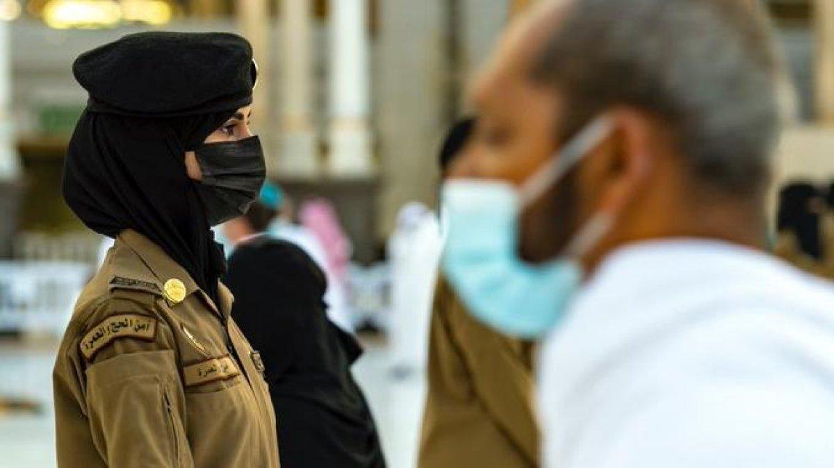 Suudi Arabistan da hac ve umre ziyaretlerinde kadın görevli #4