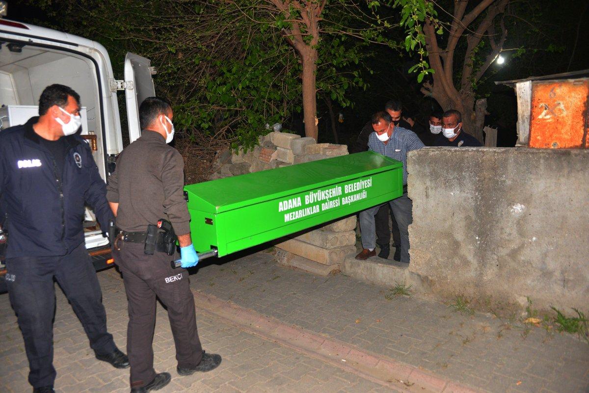 Adana da bir kişi tartıştığı babası ve ağabeyini bıçaklayarak öldürdü #2