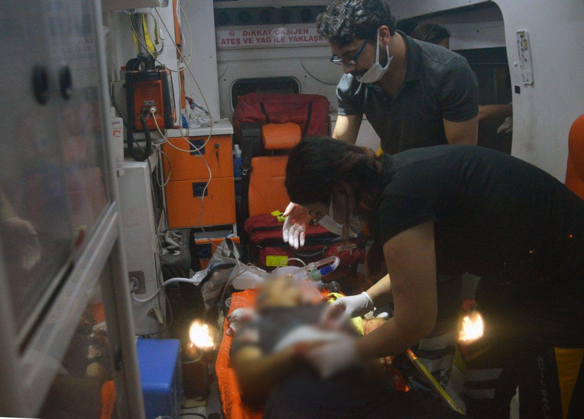Adana da bir kişi tartıştığı babası ve ağabeyini bıçaklayarak öldürdü #3