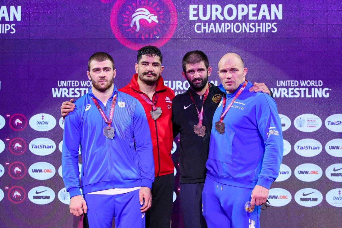 Taha Akgül, 8. şampiyonlukla Avrupa güreş tarihine geçti #3