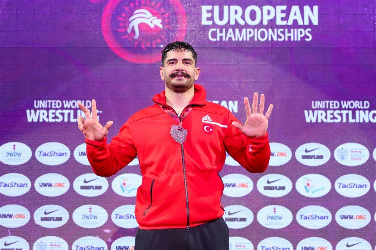 Taha Akgül, 8. şampiyonlukla Avrupa güreş tarihine geçti #4