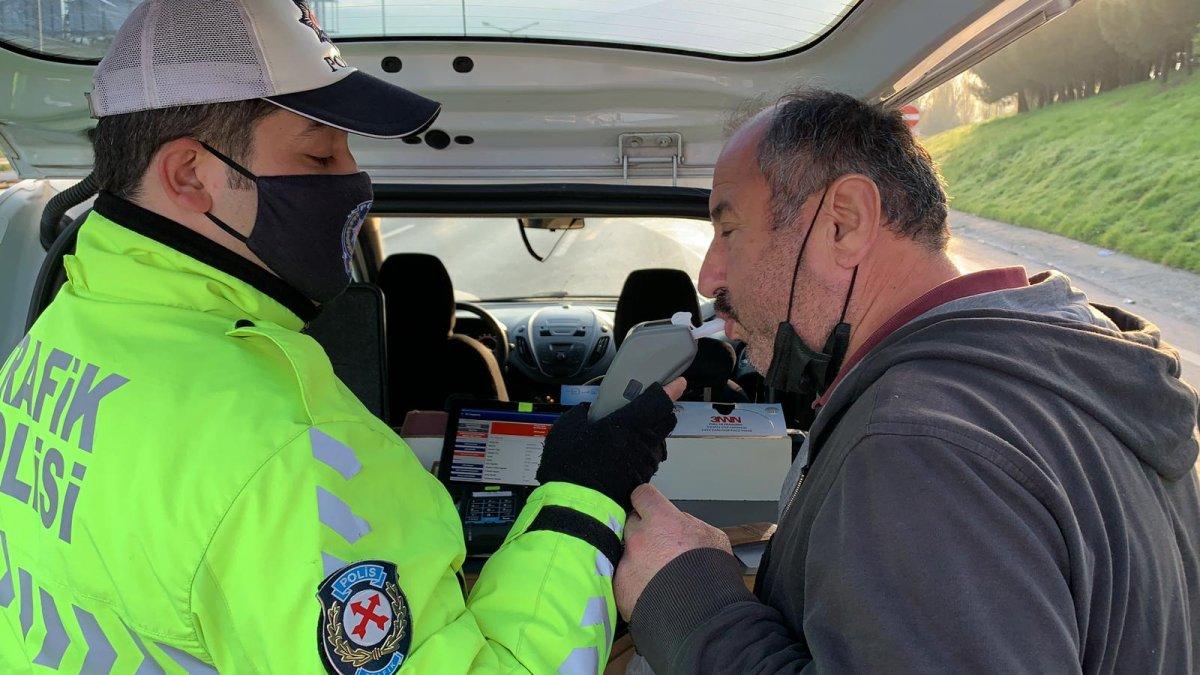 Gaziosmanpaşa'da su yüklü tırın çarptığı taksici ağır yaralandı #4