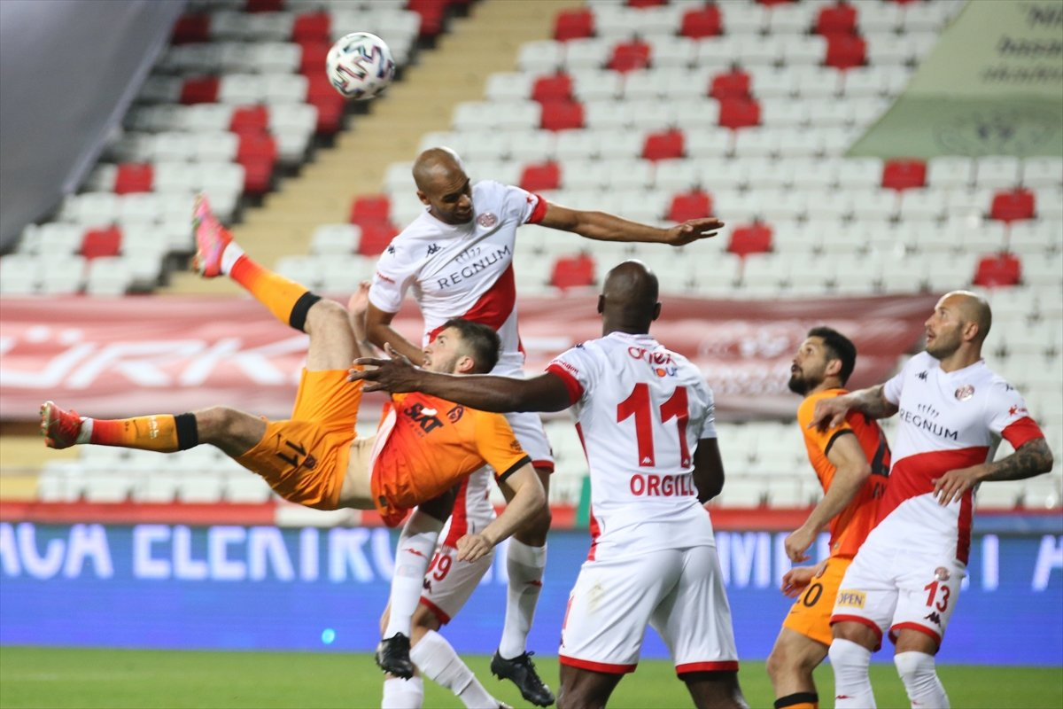 Galatasaray deplasmanda Antalyaspor u mağlup etti #9