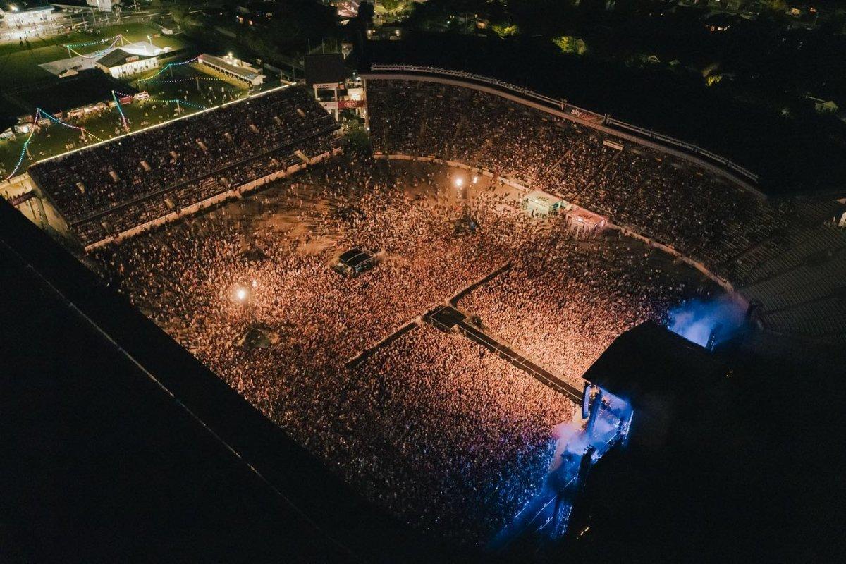 Yeni Zelanda'da 50 bin kişilik konser  #1