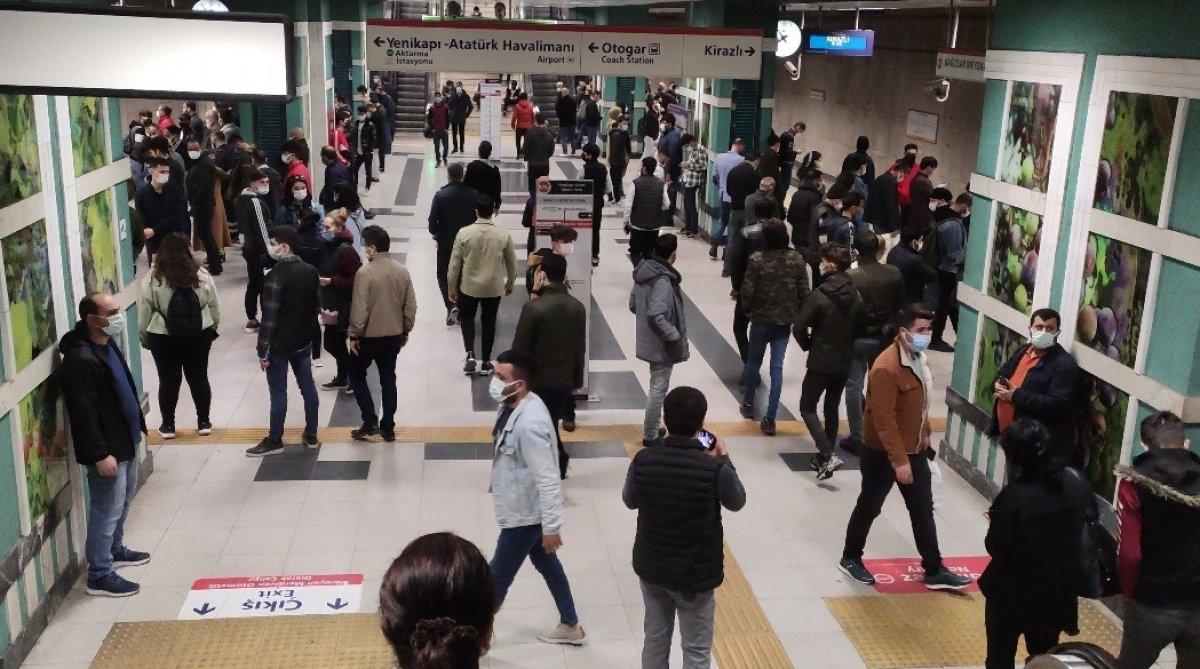 İstanbul'da metro seferleri aksadı, sosyal mesafe kalmadı #1