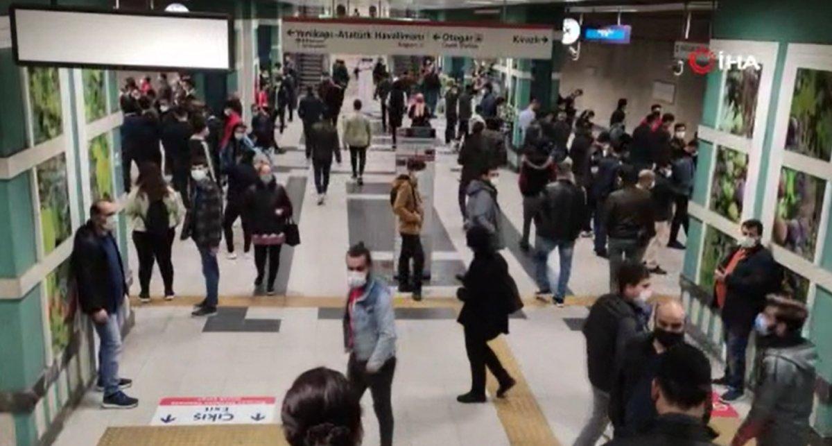 İstanbul'da metro seferleri aksadı, sosyal mesafe kalmadı #3